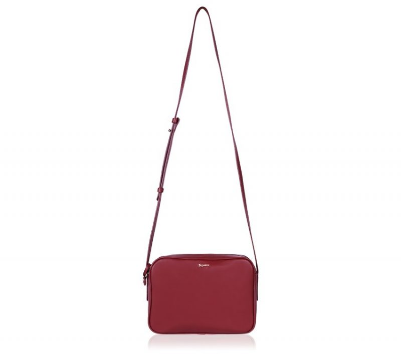 http://www.repetto.fr/catalog/product/view/id/31829/s/petit-sac-adage-rouge-drama-veau-paris-m0401vp-1033/category/613/?alternative_view=1