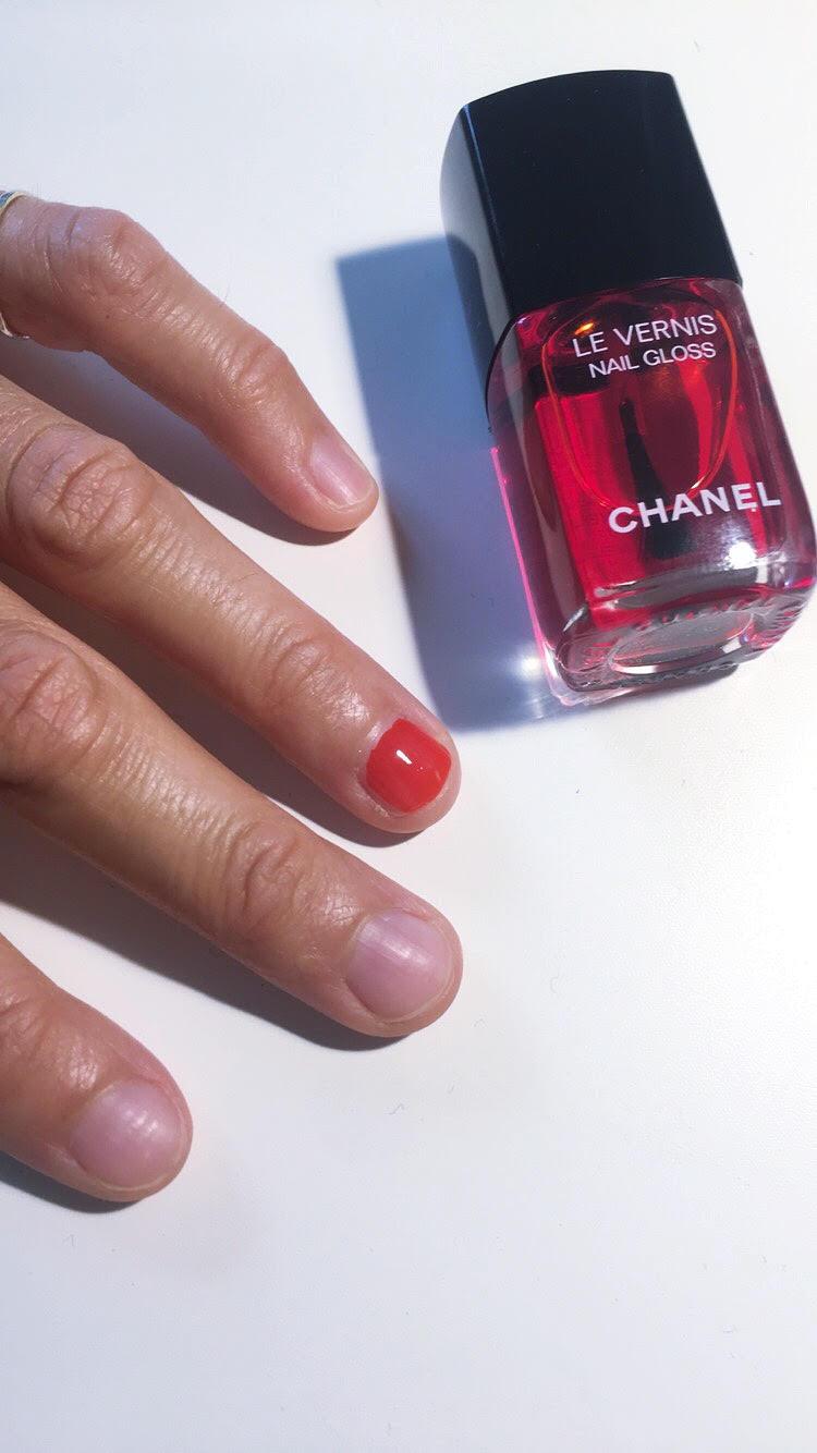 nail-gloss-chanel-1