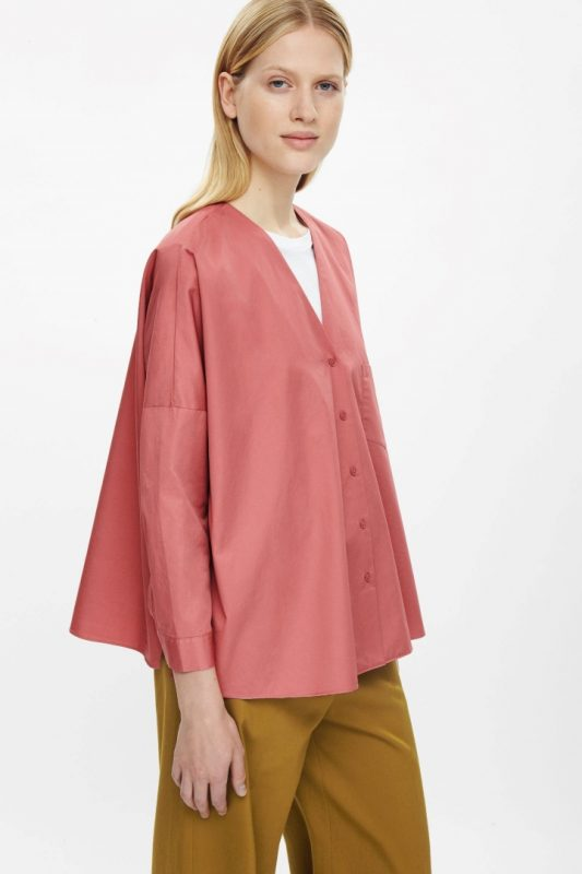 http://www.cosstores.com/fr/Women/Sale/Oversized_v-neck_shirt/239674-39291410.1#c-22755