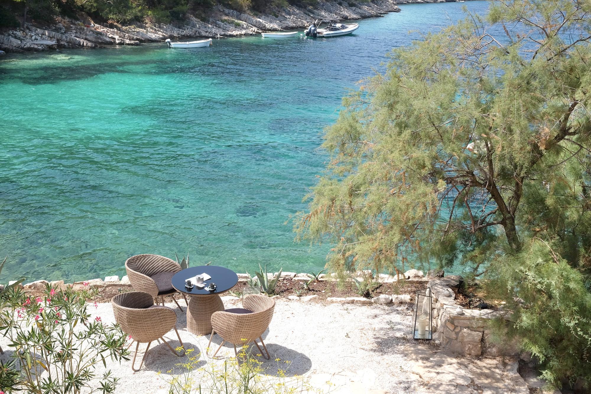 h tel d exception little green bay sur l le de hvar en croatie deedee. Black Bedroom Furniture Sets. Home Design Ideas