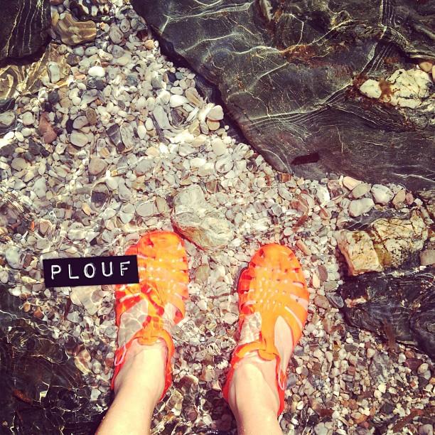 C'est parti pour les photos qui crânent #bisous #vacances #plouf #meduses #nouilles #mediterranee
