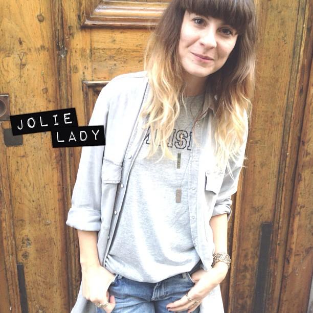 Pas de répit pour les braves ! @stephanie_allerme de #mademoisellepierre vous attend pour un après-midi custo dans sa boutique 155 rue Amelot #diy #coeurs #bijoux