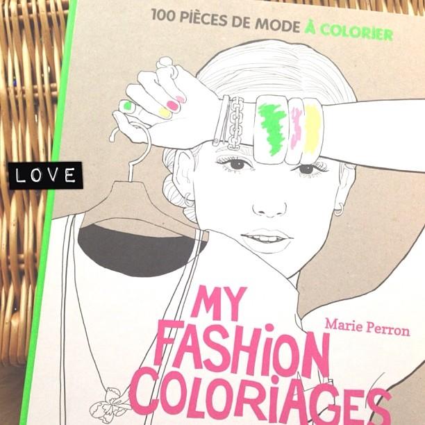 Le livre de coloriages que je ne suis pas sûre de prêter à ma nièce... Sorry C. baby ! #marieperron #love #coloriages