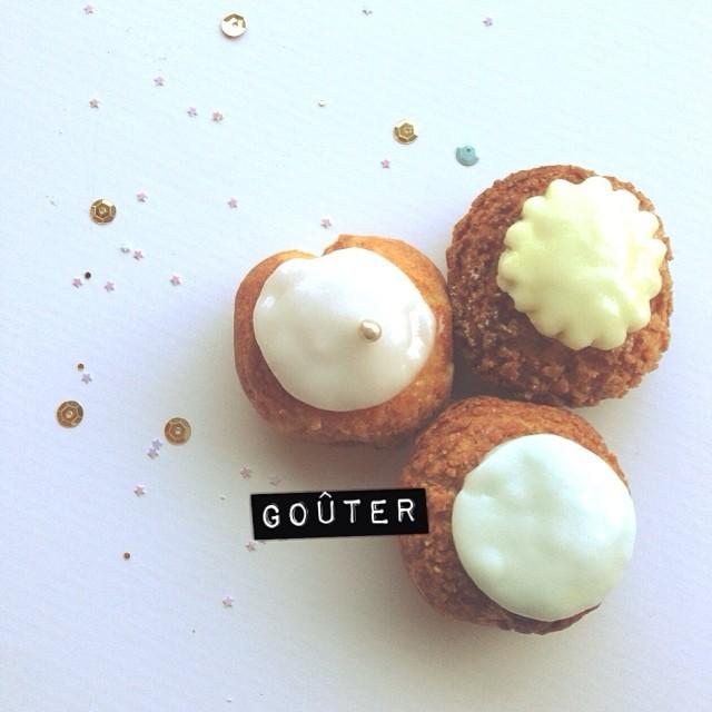 Coucou les p'tits choux ! (Cette photo est d'une spontanéité déconcertante) #yummy #choux #odette #gouter #miam