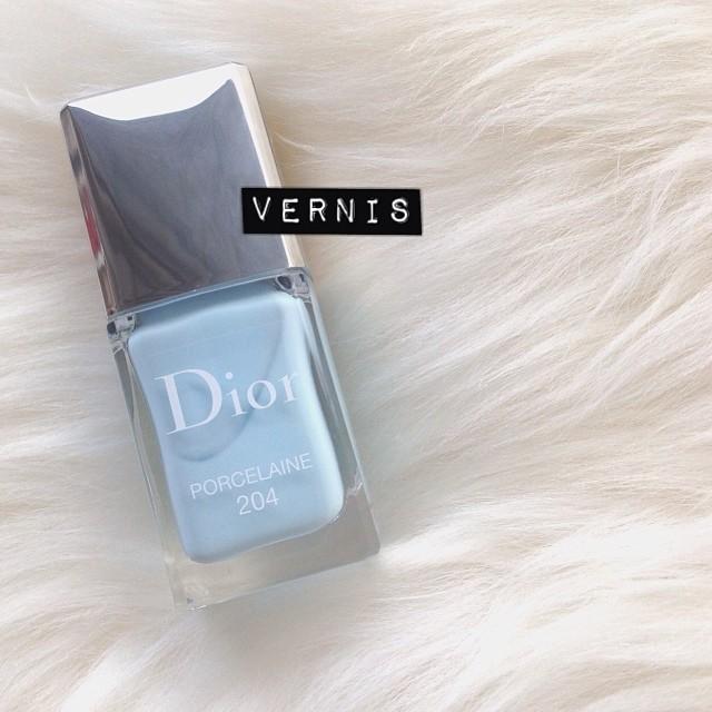 Ce printemps chez Dior, les ongles seront dragées ou ne seront pas. C'est beau hein ? #love #vernis #dior #porcelaine