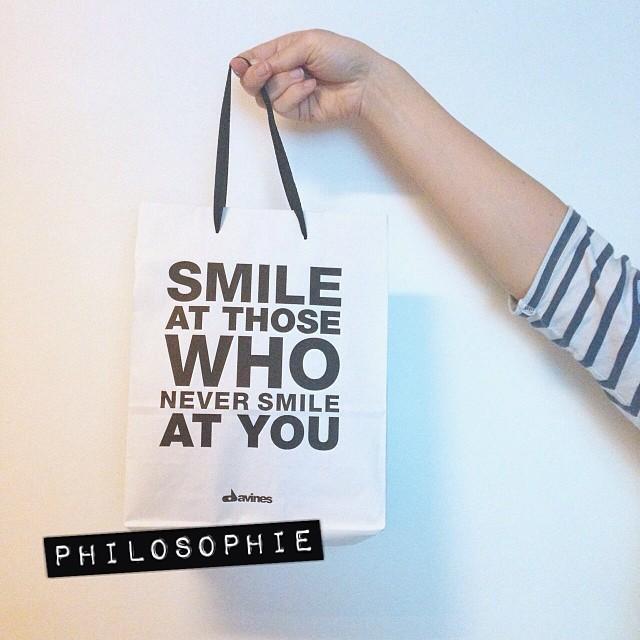 Cheeeeeese ! (Feat. @guillede dans le rôle du bras)  #cheese #sourire #davines #philosophie #quotes